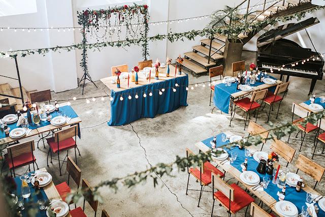 wilga i kruk, dekoracje ślubne niebieski i czerwony