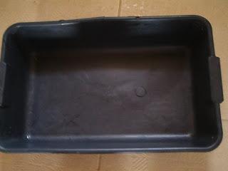 forma plástica preta e retangular, grande