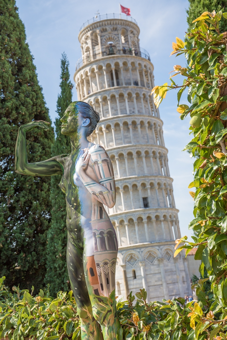 03-Leaning-Tower-of-Pisa-Trina-Merry-Body-Painting-on-location-in-Tuscany-Italy-www-designstack-co