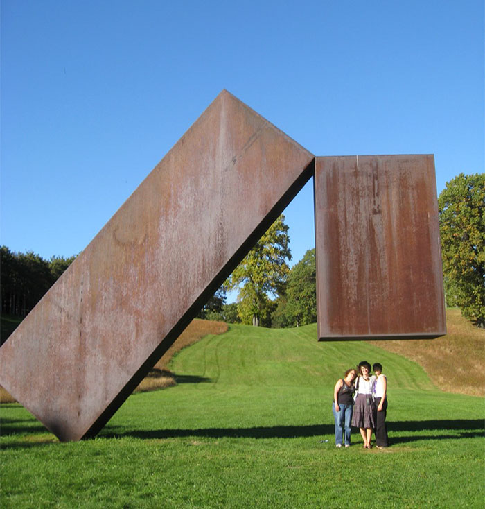 24 Gravity-Defying Sculptures That Messed With Our Heads