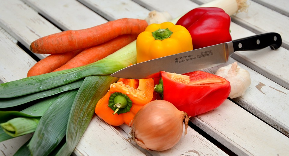 doable dieting advice that can help you lose weight fresh vegetables and knife