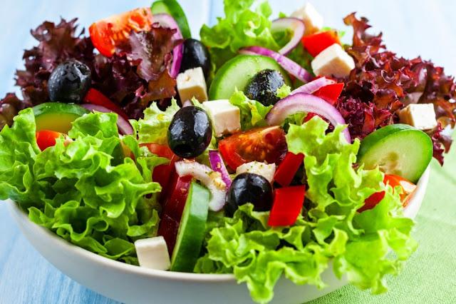 12 opções de saladas nutritivas e saborosas para você se manter em forma sem passar fome