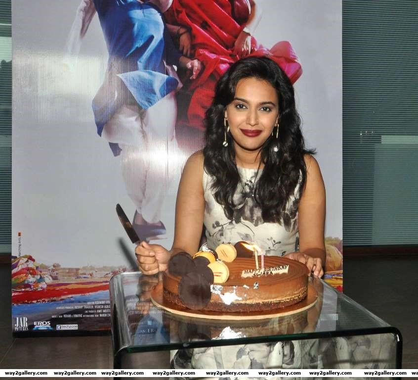 Swara Bhaskar celebrates her birthday with the media