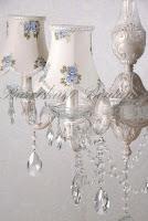 kristal taşlı, çiçek desenli şapkalı, salon avizesi,