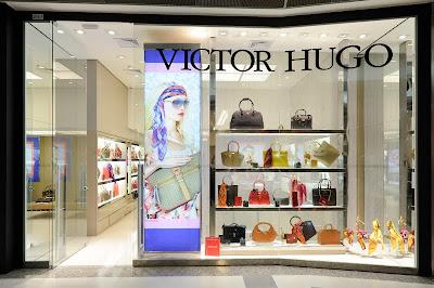 76998f2bad648 A loja estreia no centro de compras com a coleção primavera verão 2012. No  mercado da moda desde 1975, a Victor Hugo ...