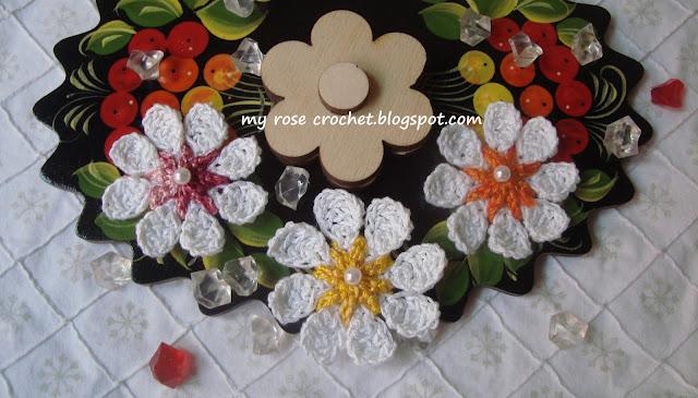 http://myrosecrochet.blogspot.in/2015/07/easy-little-flower.html