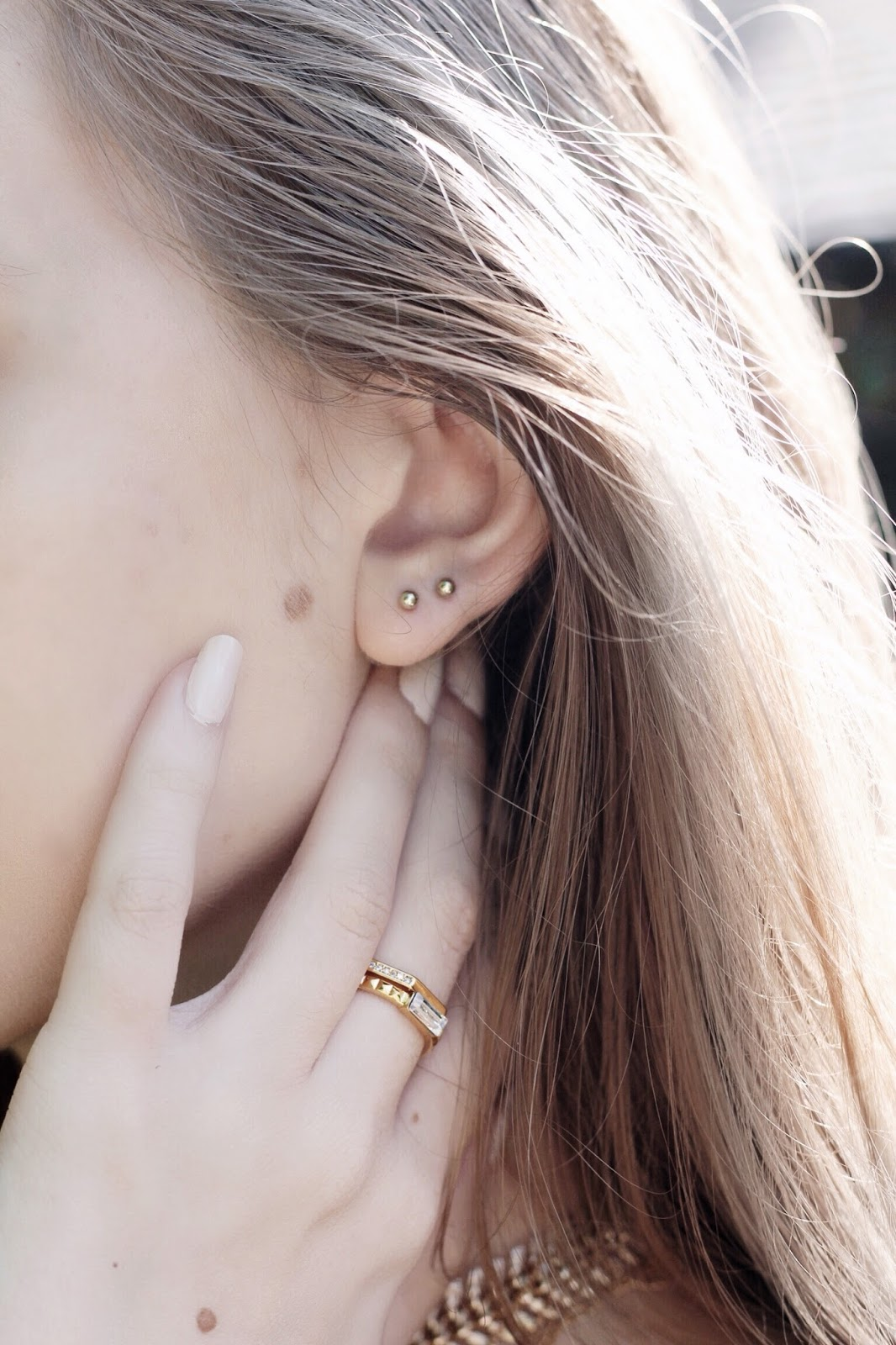 Dainty Gold Double Lobe Piercing Blogger