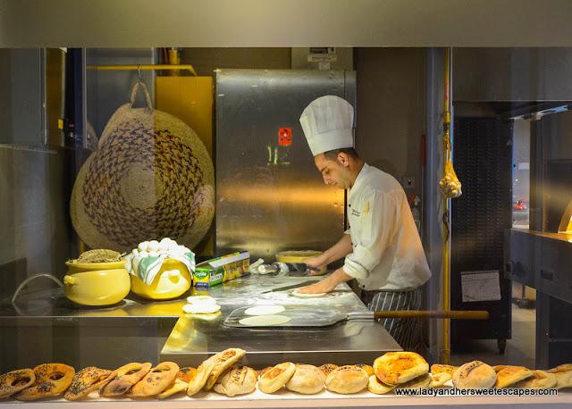 Al Maeda restaurant fresh bread