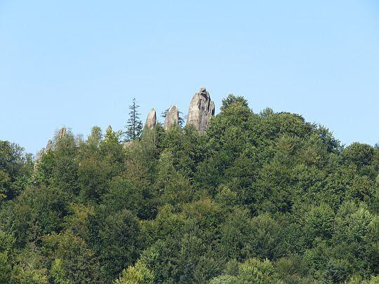 Ostry Kamień widziany z zamku Tustań.