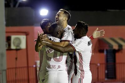 Vitória e Flamengo empatam em 2 a 2 no Barradão