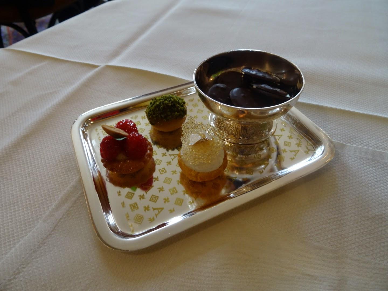 Mignardises restaurant l'Ambroisie Paris 4 ème.