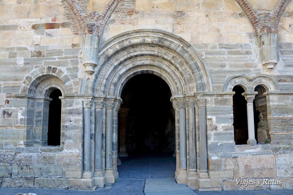Entrada a la Sala capitular del Monasterio de Santa María de Carracedo