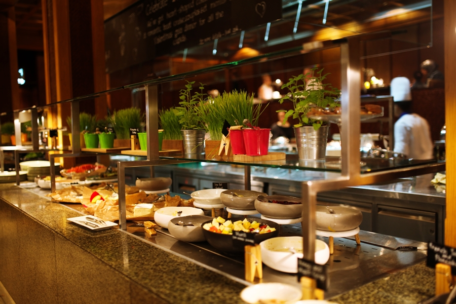 breakfast buffet dubai radisson blu food