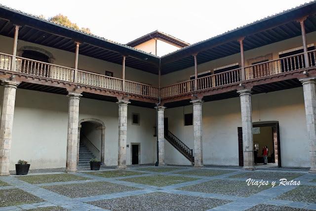 Patio del Ayuntamiento de Cangas del Narcea