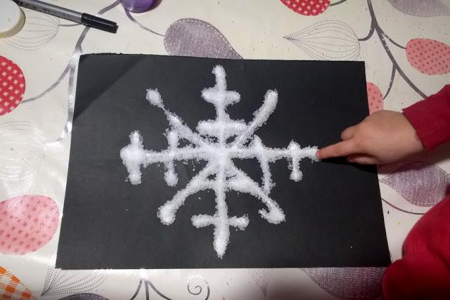 creare fiocchi di neve con i bambini