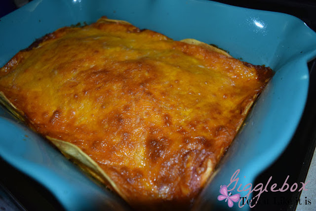 chicken enchilada casserole recipe, simple and delicious chicken enchilada casserole, 5 ingredients chicken enchilada casserole, chicken recipe, Mexican recipe,
