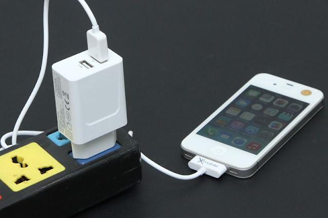 Cắm sạc điện thoại liên tục khi không sử dụng có hao tổn điện năng không