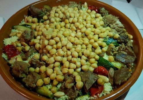 Una sémola con cordelo y verduras