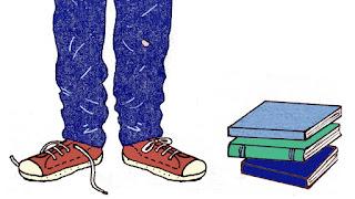 Il·lustració de les cames d'un noi amb converse i una pila de llibres