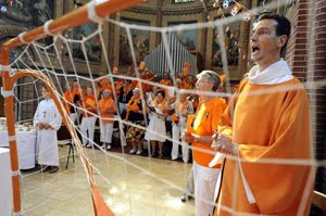 Dutch parishioners mass behind orange priest