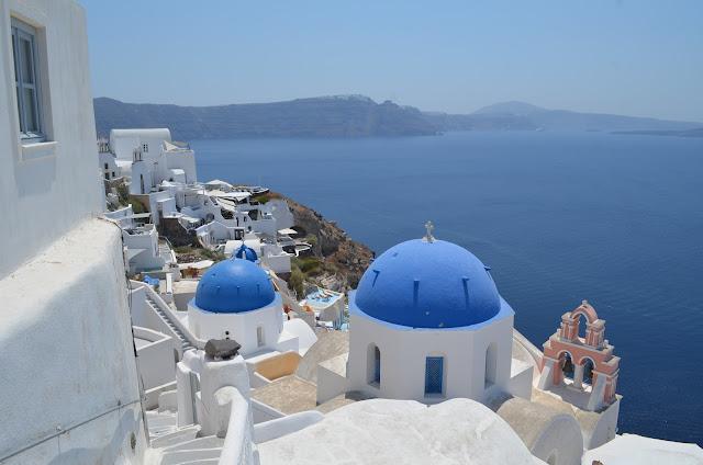 Casinhas brancas em frente ao mar Egeu
