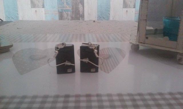 Gadżety mola książkowego: kolczyki w kształcie książki