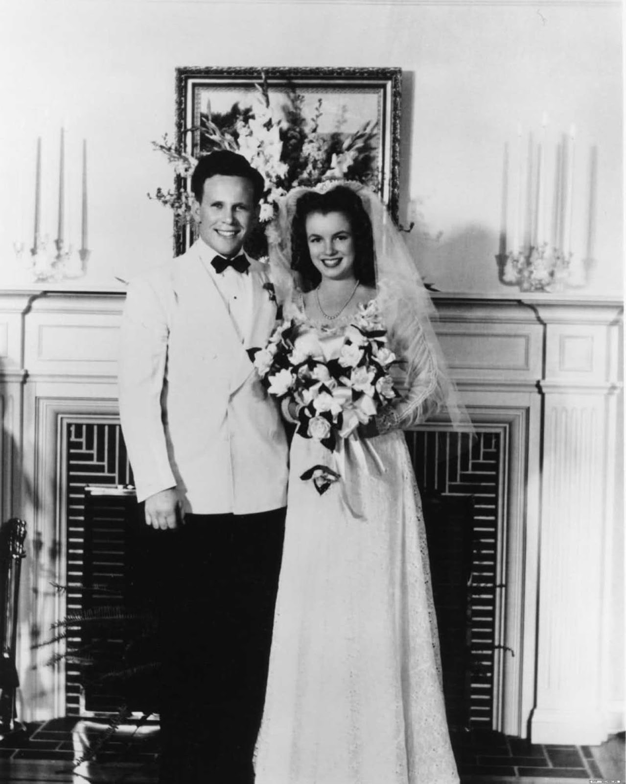 On June 19, 1942, the couple was married.The wedding was officiated by a minister, Norma Jeane wore an embroidered lace wedding dress with long sleeves and veil.
