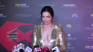 Deepika Padukone Promoting   Return of Xander Cage in India in Golde Gown 70 .xyz.jpg