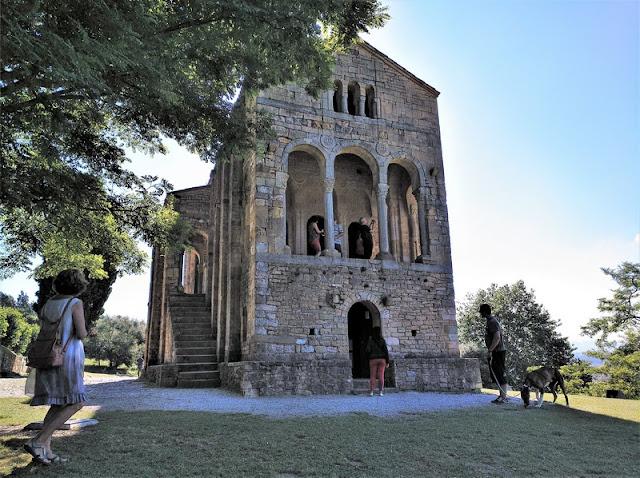 Santa Maria del Naranco en Oviedo (Asturias-España)