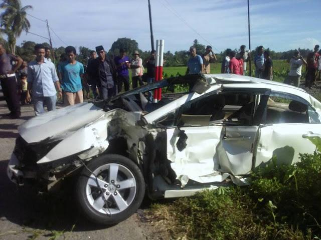 Lagi Kereta Sibinuang Tabrak Mobil, Sekeluarga Dilarikan ke RSUD