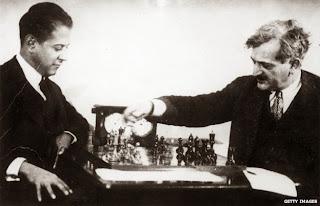Jose Raul Capablanca (à gauche) contre Emanuel Lasker © Chess & Strategy