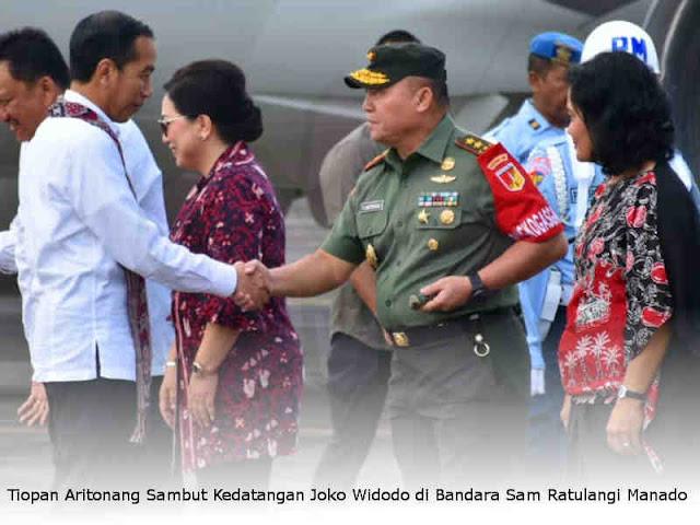 Tiopan Aritonang Sambut Kedatangan Joko Widodo di Bandara Sam Ratulangi Manado