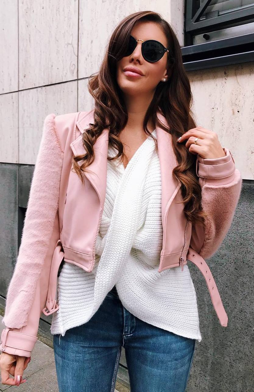 cute fall outfit idea to try right now / white sweater and jeans