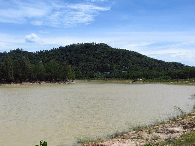 Гигантское и красивое озеро