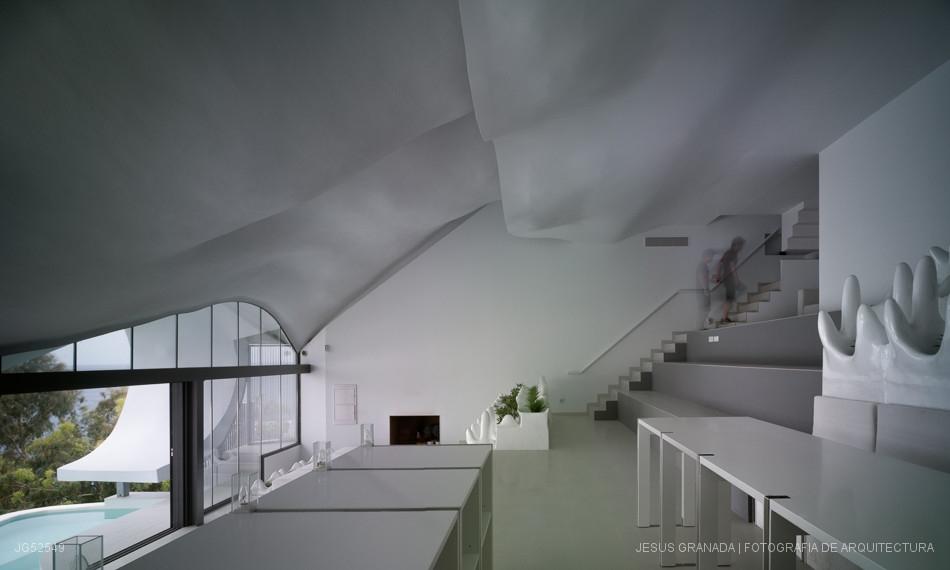 06-GilBartolomé-Pablo-Gil-Jaime-Bartolomé-Architecture-with-the-Casa-del-Acantilado-Cliff-House-www-designstack-co