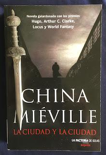 Portada del libro La ciudad y la ciudad, de China Miéville
