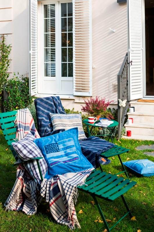 mesa y sillas de jardin con atrezzos de Lexington
