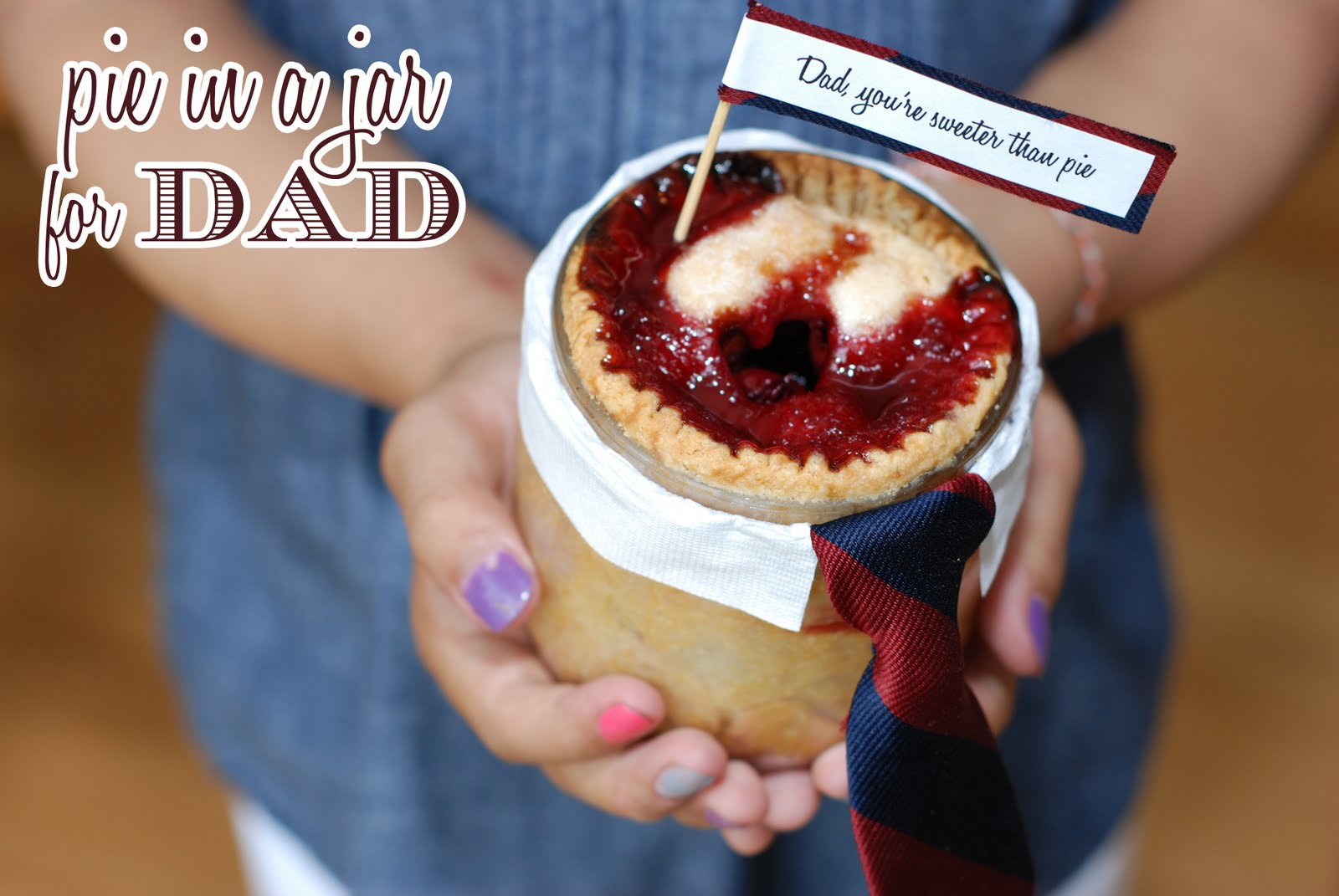 DIY Father's Day Pie in a Jar  - via BirdsParty.com