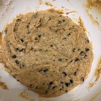 Pâte crue des muffins à la patate douce et aux pépites de chocolat