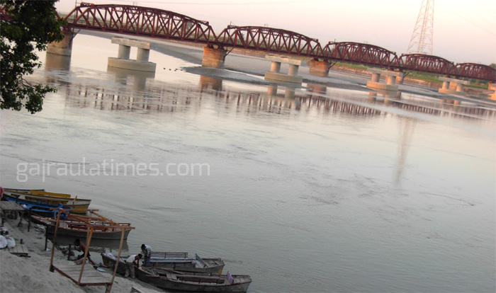 rail-bridge-on-ganga