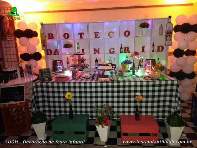 Decoração mesa de aniversário com o tema Boteco para festa de adultos - Barra - RJ