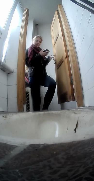 сколько ему писающие девушки в туалете института скрытая камера видео как пезды пульсируют