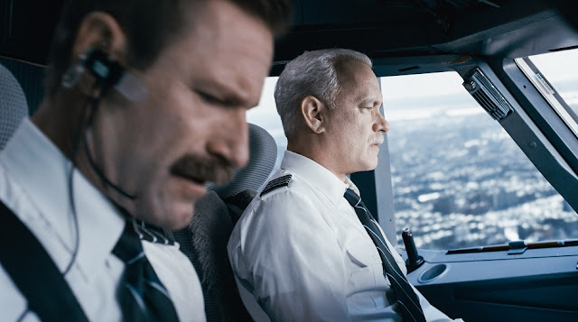 Aaron Eckhart Tom Hanks sully movie still