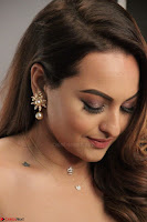 Sonakshi Sinha stunning Red Gown at Nach Baliye Season 8 interview 010.JPG