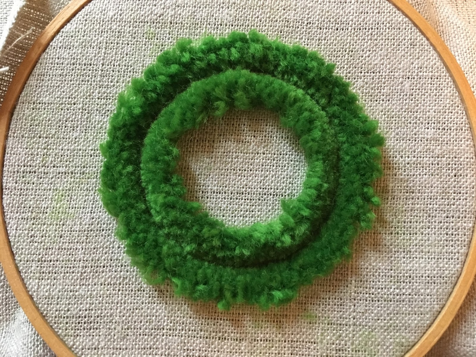 Plushwork Wreath tutorial by Michelle for Mooshiestitch Monday on Feeling Stitchy