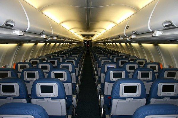 Anda Muslim? Hindari 9 Hal Ini Di Dalam Pesawat Negara Lain Jika Tak Ingin Mendapat Perlakuan Buruk