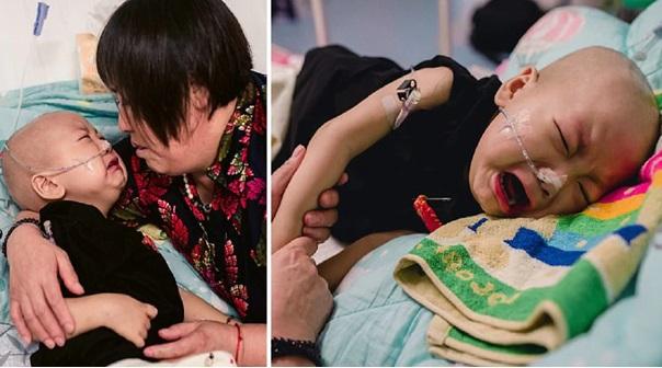 """""""Sampainya hati"""" – Kanak-kanak 2 tahun menghidap barah menangis setiap hari cari ibu, namun wanita itu sudah lari meninggalkannya"""