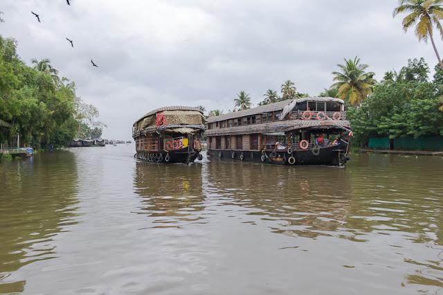 Punnamada Resort Alleppey houseboat backwater kerala india