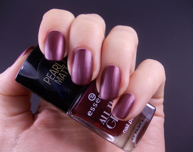 Essence All that greys TE Roaring red swatch