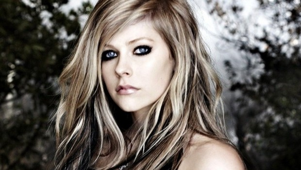 Lirik dan Chord Lagu Move Your Little Self On ~ Avril Lavigne